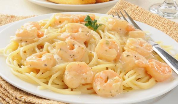 Спагети със сметана и скариди