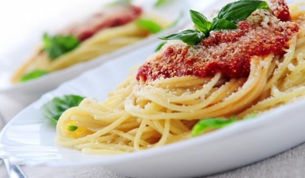 Спагети с бекон