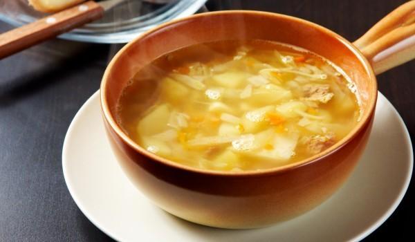 Супа от кисело зеле с колбаси