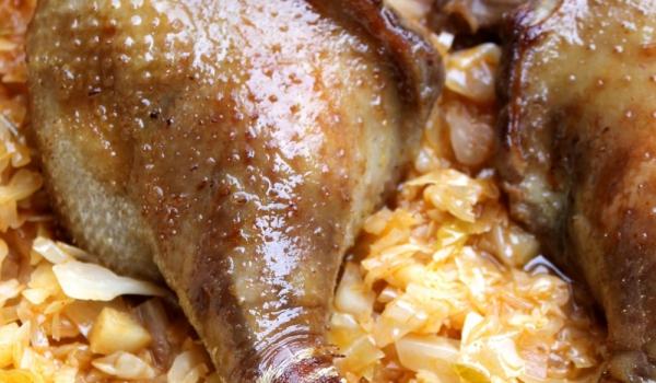 Печена гъска с кисело зеле