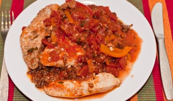 Задушено пилешко с домати